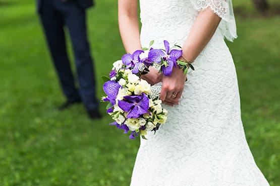 Véhicule décoré et chauffeur en tenue pour votre mariage et cérémonies à Bordeaux